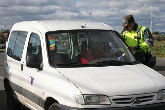 Resultado de imagen de imagenes control policía de tráfico furgonesta dgt